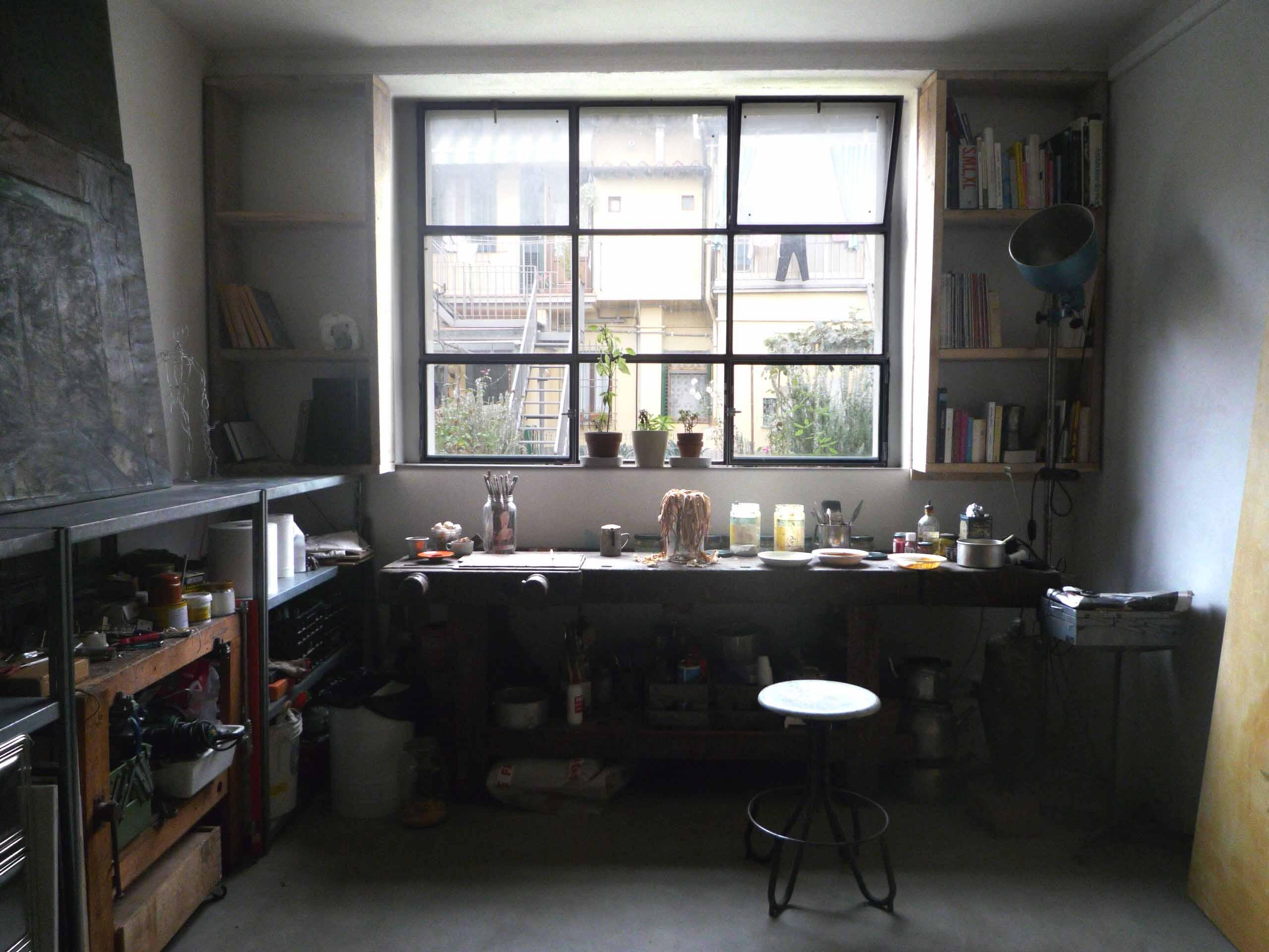 08-studio@